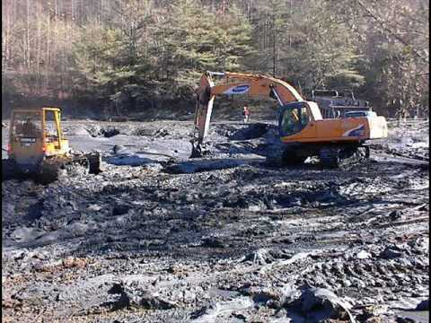 Judge allows some Kentucky coal spill info to remain secret